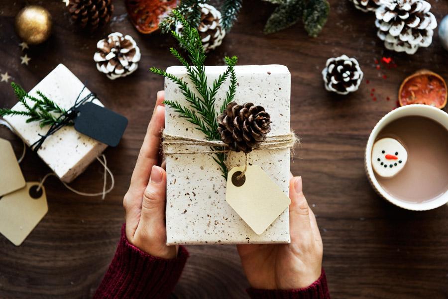 【クリスマス】女性との距離別プレゼントの選び方とおすすめアイテム!